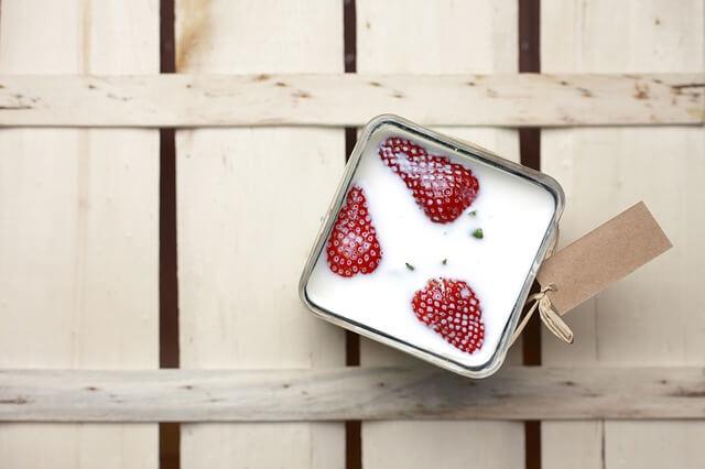 Erdbeeren in Milch
